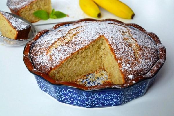 Кекс приготовленный в духовке и посыпанный сахарной пудрой