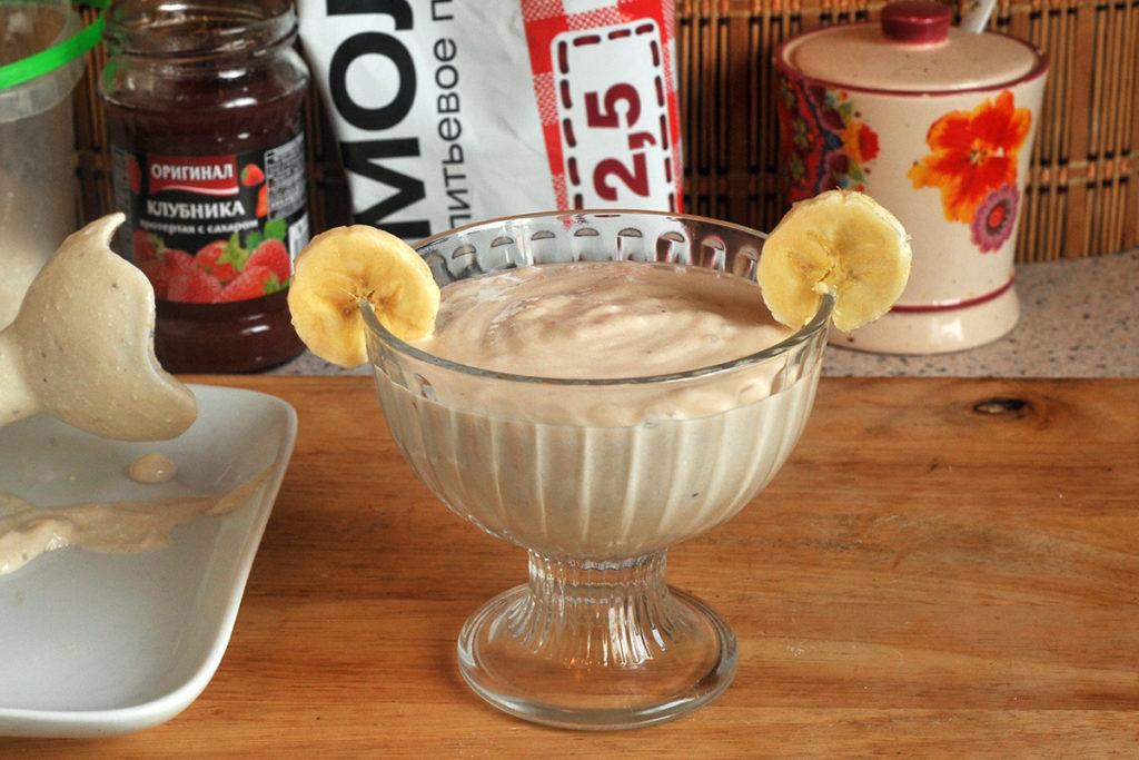 вариант подачи десерта из бананов с творогом