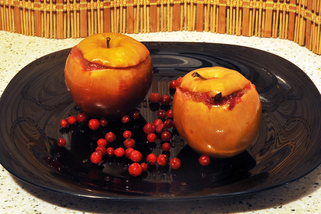 вариант подачи готового десерта из яблок