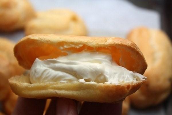 Фаршируем пирожные из заварного теста заварным кремом