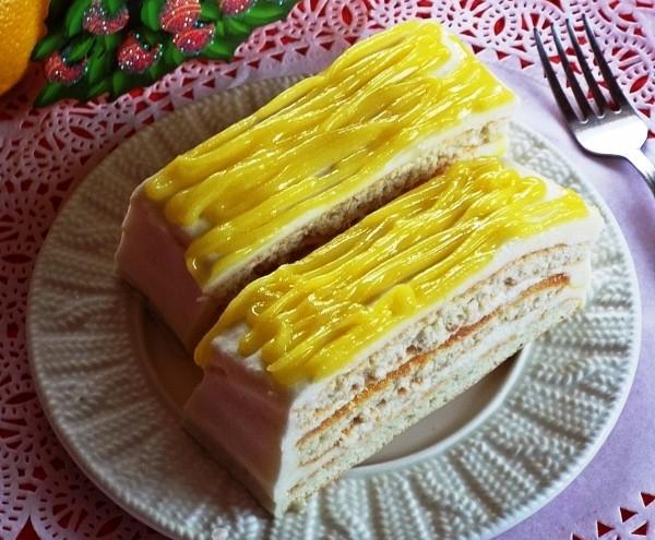 Порционные кусочки лимонного пирожного