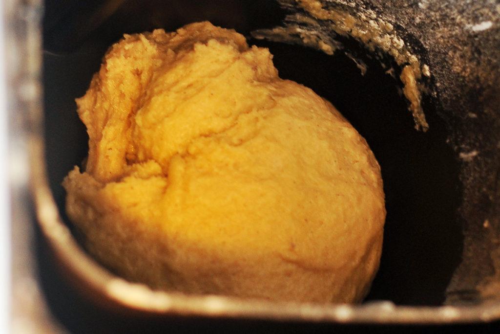 Месим тесто для песочного печенья в духовке