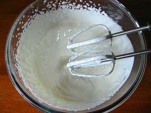 Готовим крем для орехового десерта