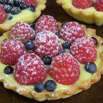 Корзиночки с фруктами и нежным заварным кремом